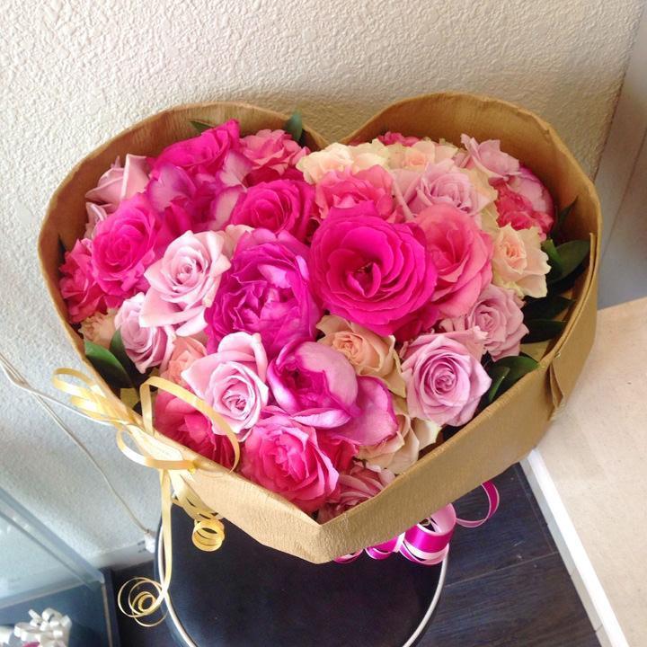 かわいいバラの花束