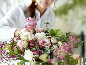 結婚式場、飲食店や複合商業施設等を運営するグループの装花部門