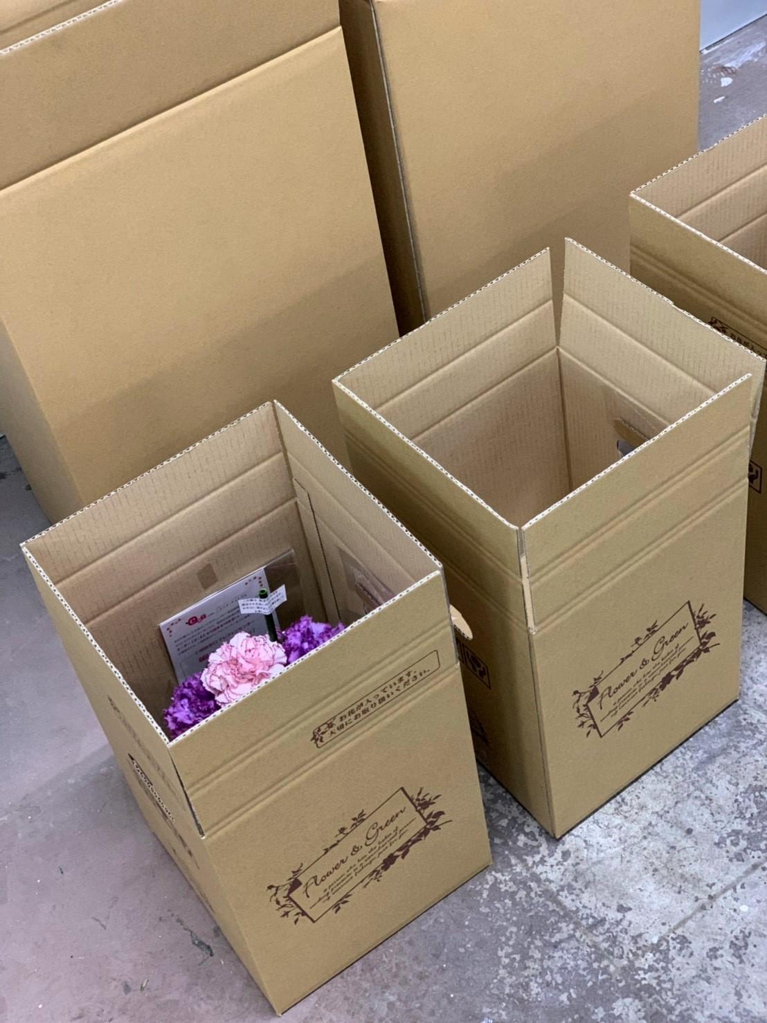 最後は配送箱に入れて、注文品を発送します