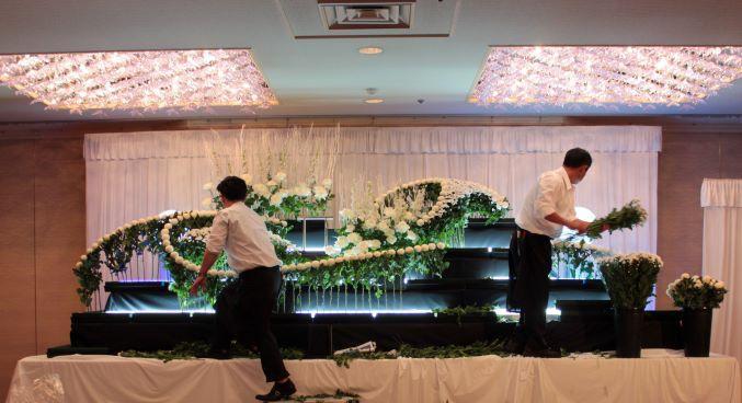 大切な葬儀会場を心を込めて飾る生花デザイン装飾◆男女歓迎