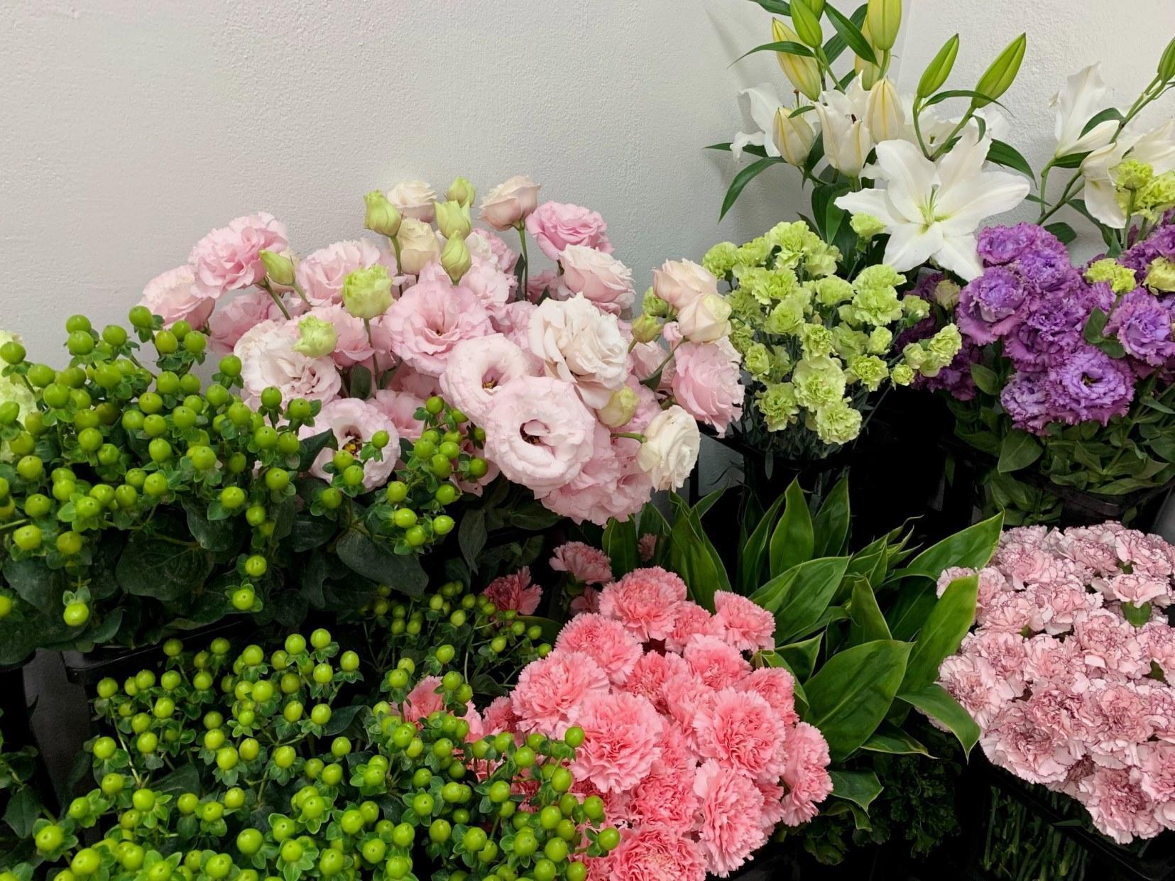 たくさんのお花に囲まれてお仕事できます!