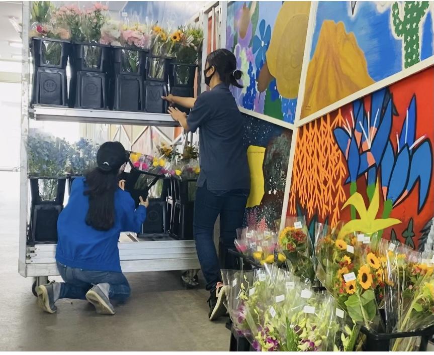 生花市場で働くってなかなかレアです。