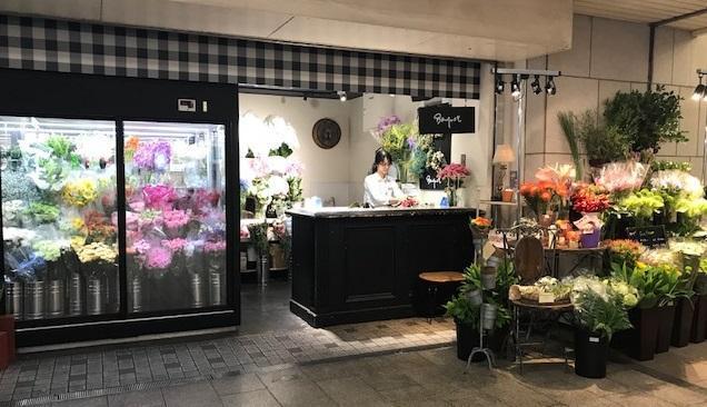 大阪市 百貨店にある花屋スタッフ