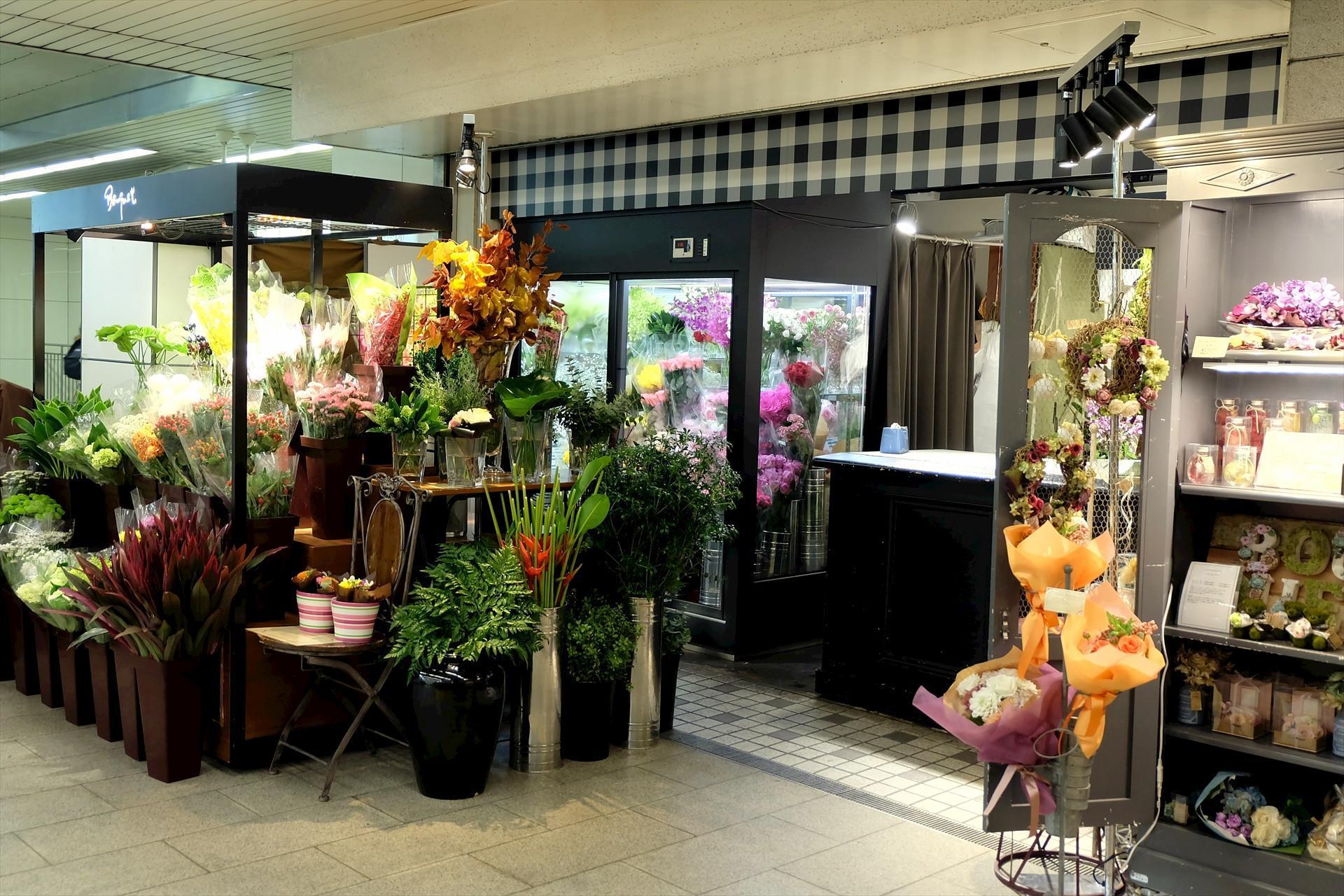 大阪市 百貨店にある花屋スタッフ  週1~2回程度  長期